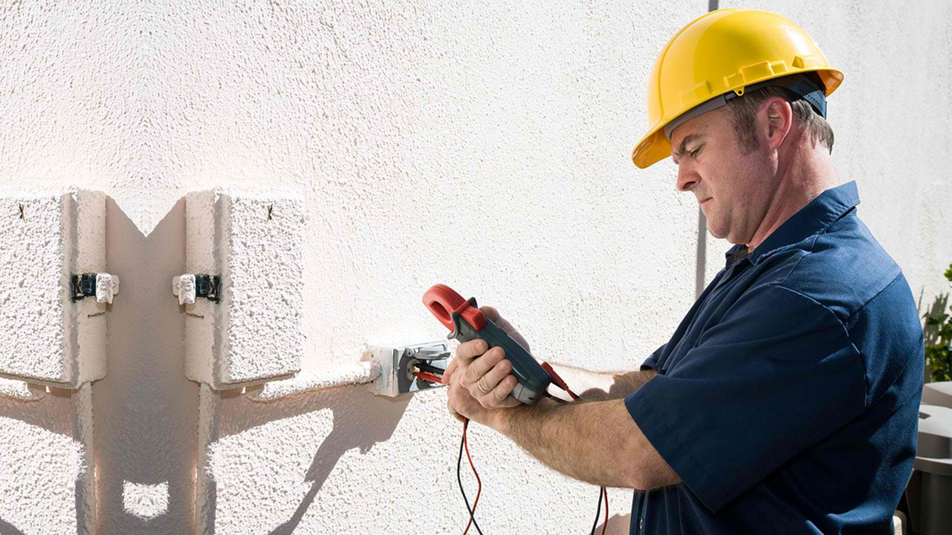 How much money do electricians make